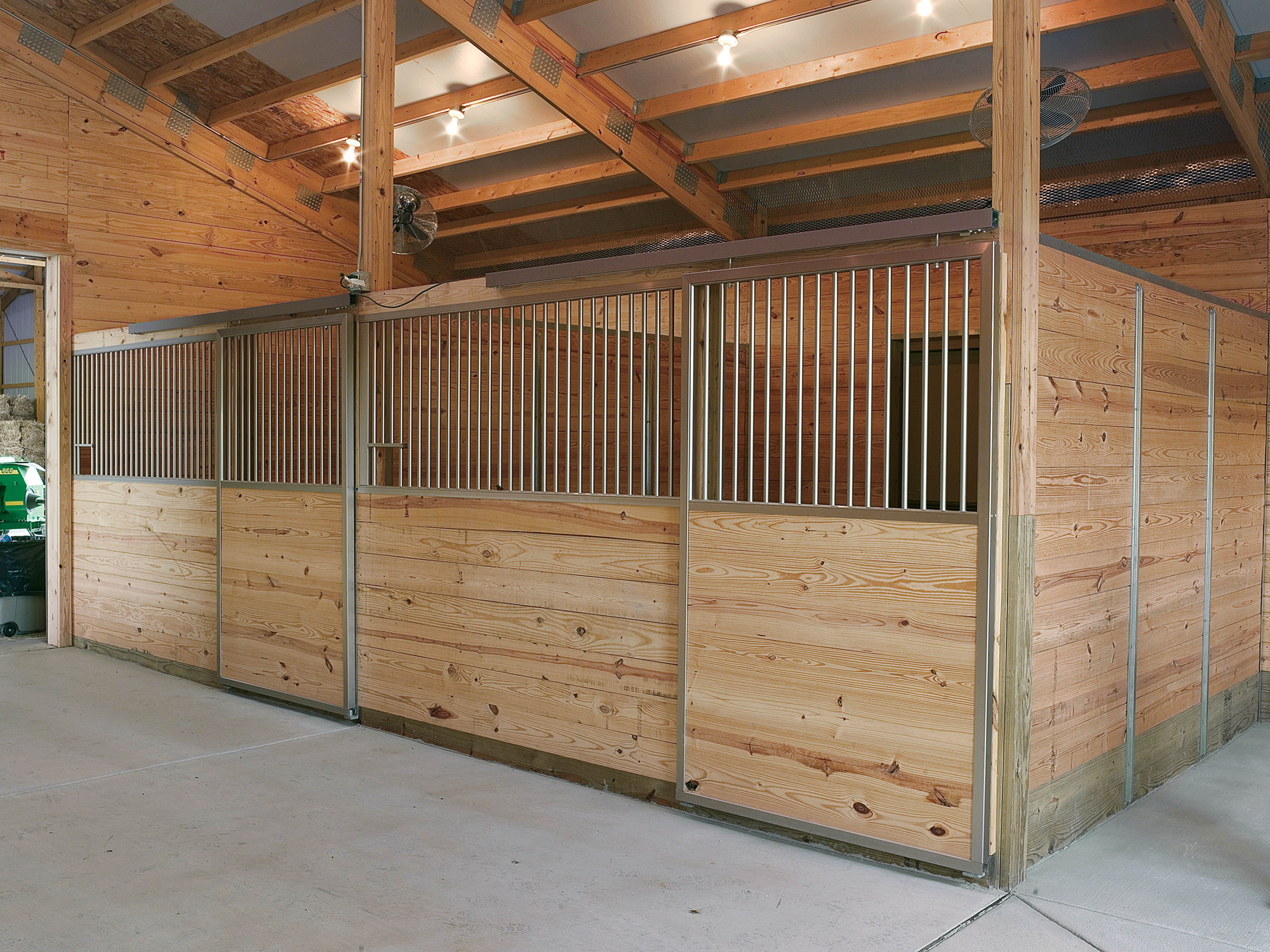Horce stall lava constructions for 4 stall horse barn