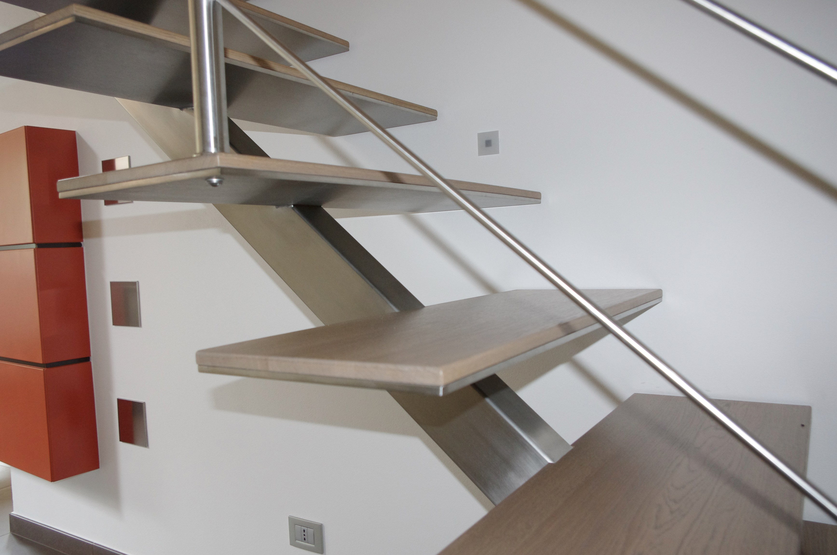 STAIRCASE WITH A METAL