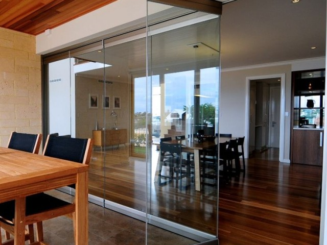 FRAMELES GLASS PARTITIONS AND DOORS