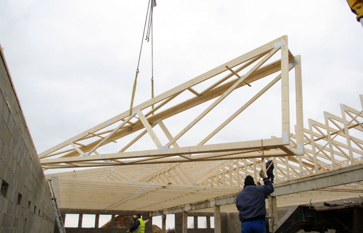 Wooden roof trusses prices home design for Cost for roof trusses
