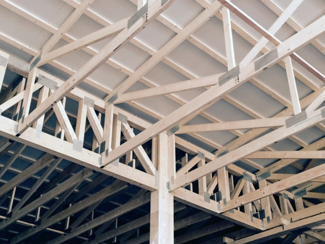 Wood trusses lava constructions for Wood roof trusses prices